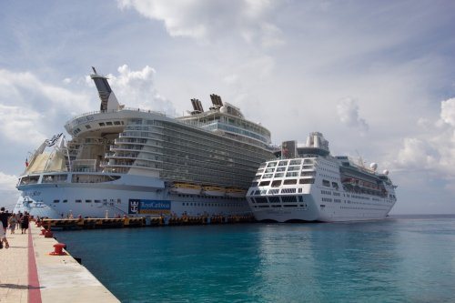 Empress of the Seas & Oasis of the Seas - photo: RoyalCaribbeanBlog.com