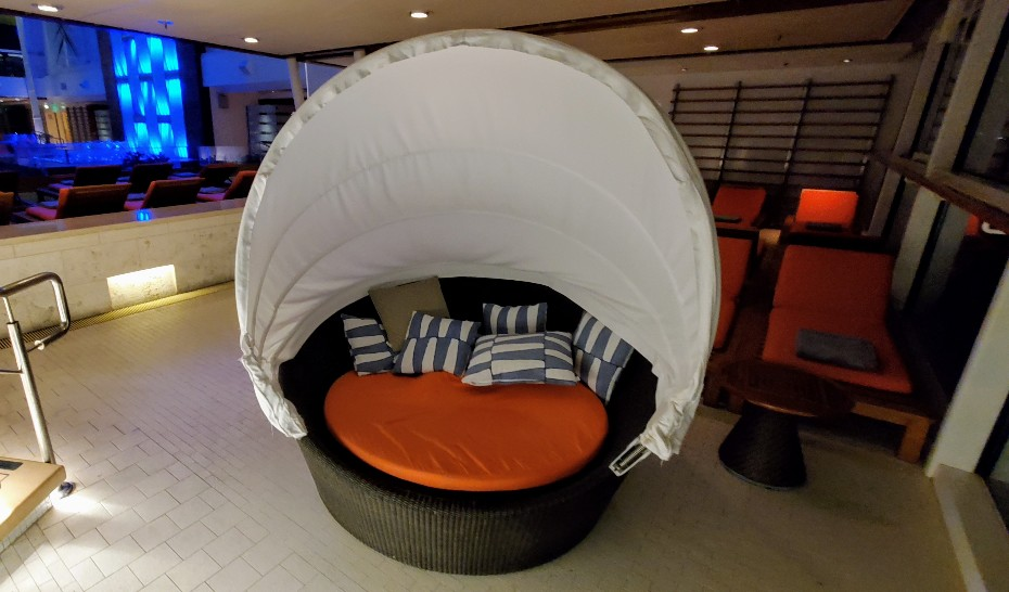 Clamshell Bed at the Solarium on Equinox