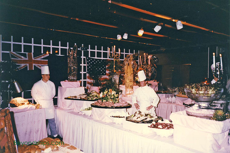 Midnight buffer in the Colombia Restaurant on the QE2 - beyondships.com