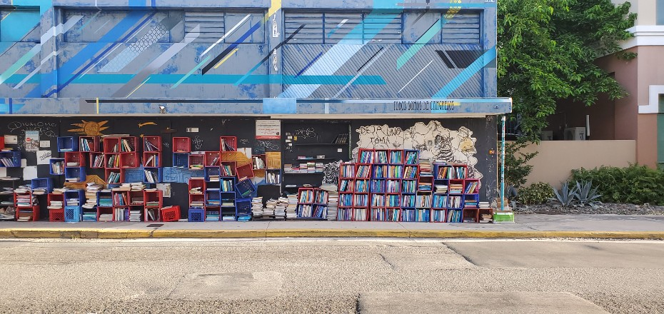 """""""Take One Leave One"""" Open-Air Library in San Juan"""