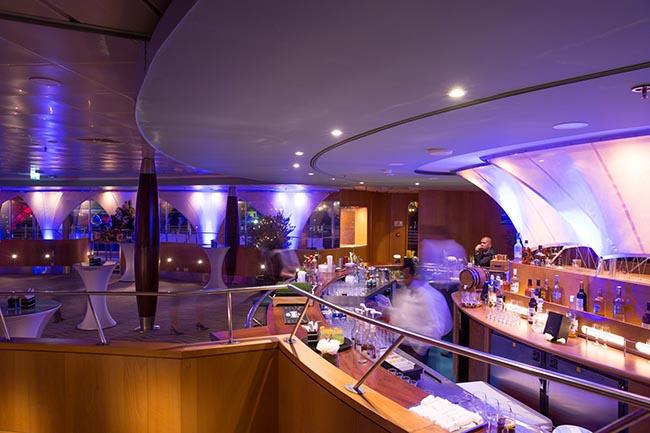 The Yacht Club on QE2